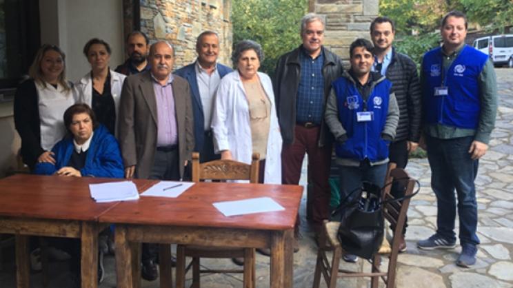 Από την επίσκεψη του κλιμακίου με επικεφαλής τον διοικητή της 5ης ΥΠΕ Φ. Σερέτη στον χώρο φιλοξενίας προσφύγων της Καρίτσας