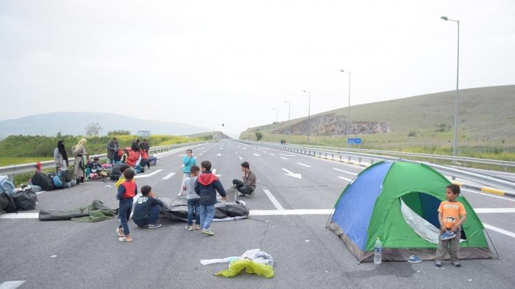 Κατάληψη της εθνικής οδού Λάρισας – Τρικάλων από πρόσφυγες